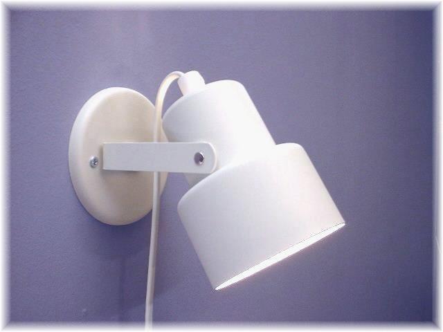 Vägglampa Eivor Mattvit Struktur. Eklunds Metall